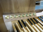 Nave console toe pistons